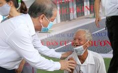 Bí thư và chủ tịch tỉnh trao chìa khóa nhà mới tận tay cho dân nghèo giải tỏa