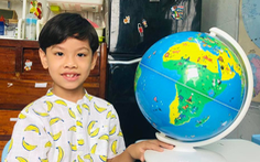 Cậu bé 7 tuổi 'rành' vị trí địa lý, quốc kỳ, quốc ca của hơn 190 nước