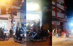 Hàng chục người cầm hung khí 'náo loạn' trên đường phố quận 9