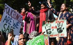 Ấn Độ sục sôi vụ cưỡng hiếp và giết hại bé gái 13 tuổi