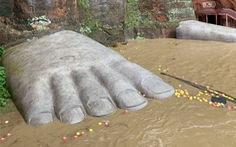 Lũ bùn đã lên tới chân tượng Phật khổng lồ 1.000 năm tuổi ở Trung Quốc