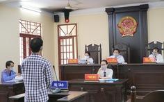 Cha dượng 'ném' tàn thuốc vào cơ quan sinh dục con riêng của vợ lãnh 8 năm tù