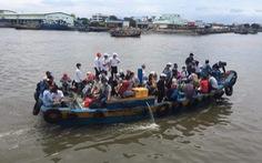 Gần 200 thí sinh đảo Phú Quý vào đất liền dự thi trong nỗi lo dịch COVID-19