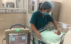 Bé trai sơ sinh 2,2 kg bị bỏ rơi giữa 2 khe tường đang hồi sinh kỳ diệu