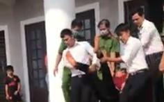 Bị tuyên án phạt tù, một bị cáo uống thuốc đòi tự tử tại tòa Bình Phước