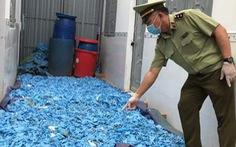 Tạm giữ hàng chục tấn găng tay, áo chống dịch qua sử dụng tại phòng trọ