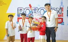 Học sinh Tiểu học VAS đam mê sáng tạo và lập trình robot