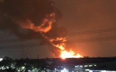 Cháy đỏ trời trong Khu công nghiệp Tân Tạo