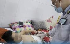 Kích hoạt báo động đỏ nội viện, cứu sống người đàn ông bị đâm lòi ruột
