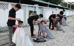 Trao yêu thương từ nghề cắt tóc