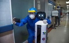 Robot chữa 'nỗi buồn cách ly' cho bệnh nhân COVID-19