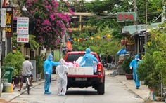 Xe chở thịt cá, gạo muối phát tận nhà cho hàng ngàn dân Hội An bị cách ly