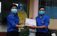 Báo Tuổi Trẻ tặng vật phẩm y tế cho chốt kiểm soát, khu cách ly Quảng Nam