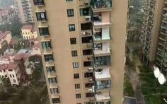 Vụ chung cư Trung Quốc bị bão xé toạc: Do lấn bancông để nhà rộng hơn?