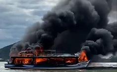 Biên phòng Kiên Giang cứu 25 người trên chiếc tàu bị cháy giữa biển