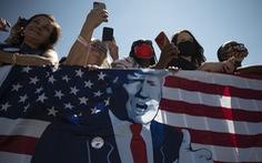 Ông Trump muốn dùng quyền của tổng thống để quyết cấp tiền cho dân