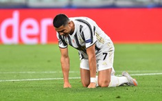 Ronaldo ghi hai bàn, Juventus vẫn bị Lyon loại ở Champions League
