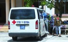 Thái Bình: 8 thí sinh đi thi bằng xe chuyên dụng, bài thi được khử khuẩn bằng đèn cực tím