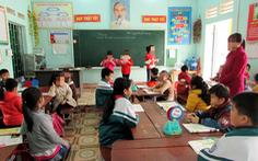 Tạm đình chỉ giáo viên tát và đánh học sinh trên lớp