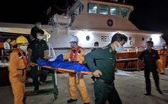 Đưa 25 ngư dân bị nạn trên biển vào đảo Phú Quý cứu chữa