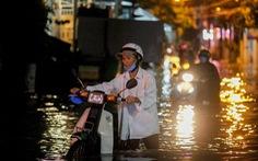 Vào cao điểm mưa bão, Biển Đông có thể bão dồn dập
