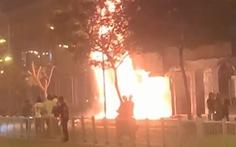 Chi nhánh ngân hàng Eximbank và nhà bên cạnh cháy dữ dội lúc rạng sáng