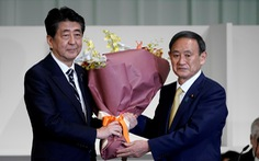 Yoshihide Suga: Bàn tay trắng và 6 đôi giày mòn bước lên đỉnh cao chính trường Nhật