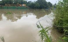 Chìm ghe chở 45 tấn gạo trên sông Cổ Cò