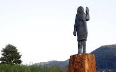Tượng đồng bà Melania Trump được dựng lại ở Slovenia