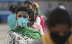 Mỗi ngày cả trăm ngàn ca COVID-19 mới, Ấn Độ vẫn nới lỏng hạn chế phòng dịch