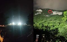 Rọi đèn sân vận động để giải cứu hai học sinh lớp 10 mắc kẹt trên núi