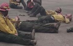 Lính cứu hỏa Mỹ ca hát sau 14 giờ kiệt sức chống chọi cháy rừng
