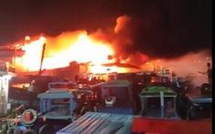Cháy 3 tàu cá neo ở cảng cá Đá Bạc - Cam Ranh