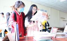 Giảng viên, cựu sinh viên góp sách tặng sinh viên vào năm học mới