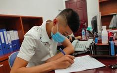 Chàng trai 19 tuổi ký giấy hiến tặng trái tim của cha cho bé trai 11 tuổi