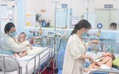 TP.HCM: Bệnh hô hấp tăng vọt, nhiều trẻ phải thở máy