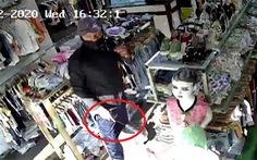 Bắt được tên cướp đâm nữ nhân viên shop quần áo để lấy tiền, vàng