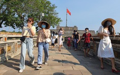 Du khách tấp nập ngày Quốc khánh, Huế tiếp tục giảm 50% giá vé để kích cầu du lịch nội địa