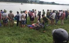 Cô gái bị rơi xuống sông, tài xế xe tải nhảy xuống cứu, cả 2 tử vong