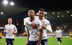Thắng đối thủ 'kỵ giơ', Manchester City khởi đầu thuận lợi