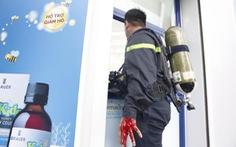 Chiến sĩ PCCC bị thương trong lúc chữa cháy nhà trong hẻm
