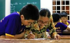 Bà giáo về hưu sáng bán vé số, chiều gieo con chữ ở lớp học tình thương