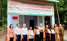 Nguyên Chủ tịch nước Nguyễn Minh Triết dự lễ bàn giao nhà đại đoàn kết ở Bình Phước