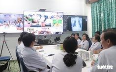 1.000 điểm khám chữa bệnh từ xa, giáo sư khám cho bệnh nhân ngồi ở huyện