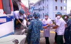 Trực thăng đưa ngư dân bị vỡ phình mạch não vào đất liền cấp cứu