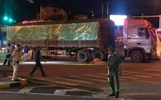 Va chạm với xe tải, cha bị thương, hai con nhỏ thiệt mạng