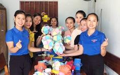 'Đèn lồng yêu thương' từ vật liệu tái chế tặng đàn em