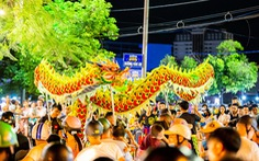 Người dân Huế nô nức ra đường xem múa lân sư rồng dịp tết Trung thu