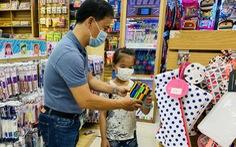 Phụ huynh chi tiền triệu mua sách vở, đồ dùng học tập cho con đầu năm học