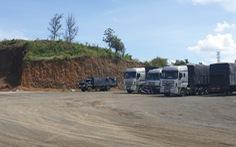 Một người 'dỡ' nguyên cái đồi 3.000m2 để xây nhà, trụ bơm dầu, bãi đậu xe...